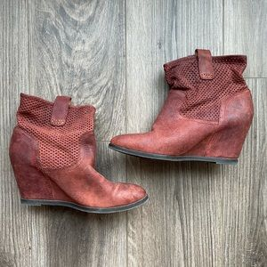 8 LUCKY BRAND Keno Wedge Bootie